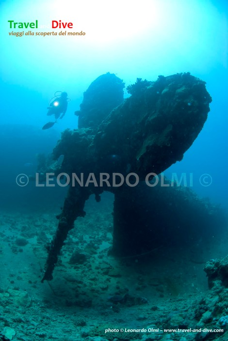 Red Sea, Sudan, Umbria wreck, propeller, diver DSC_6283 TIF copia copy.jpg